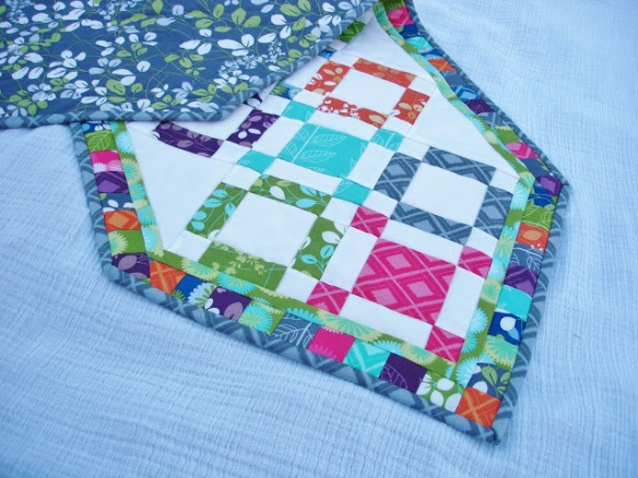 finished table runner with backing, Hugs & Kisses quilt tutorial, Leah Douglas, buggspot